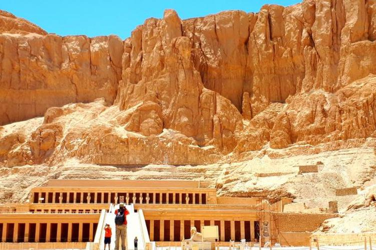 https://www.egyptravel4you.com/wp-content/uploads/2018/01/top-10-tourist-attractions-in-luxor-in-luxor-638325_751x500-1.jpg