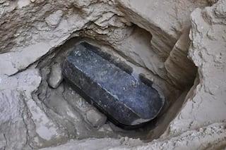 https://www.egyptravel4you.com/wp-content/uploads/2018/07/01_black_sarcophagus_gettyimages-989057656.adapt_.470.1.jpg