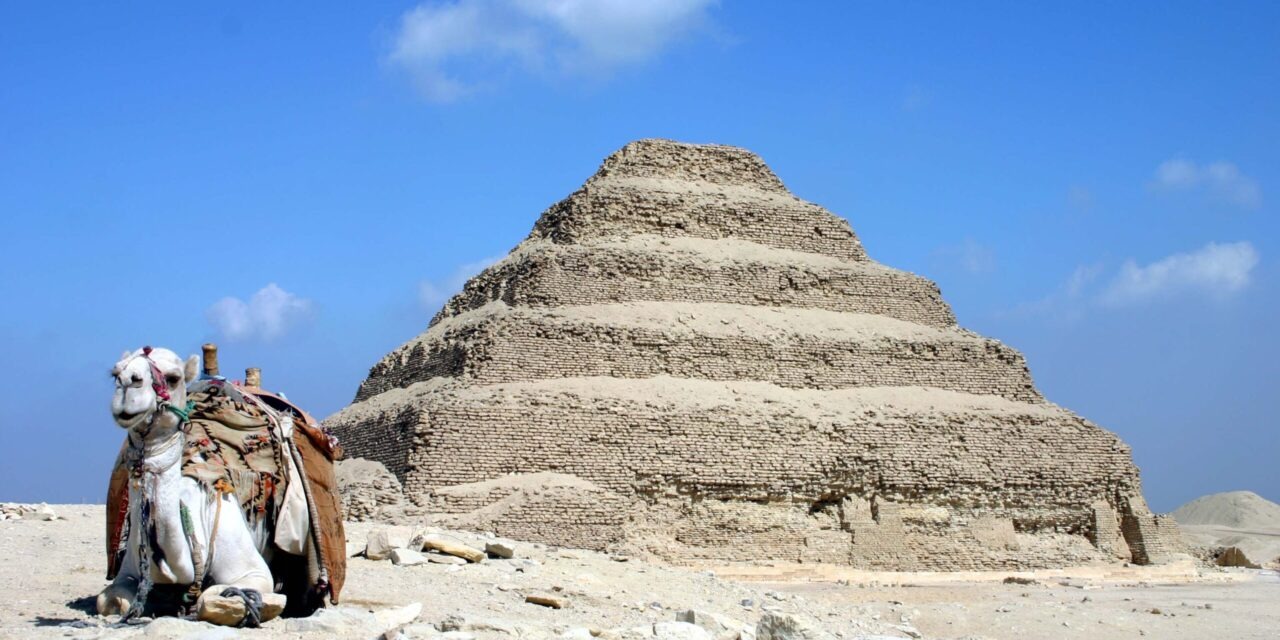 https://www.egyptravel4you.com/wp-content/uploads/2018/09/Saqqara_pyramid-scaled-1-1280x640.jpg