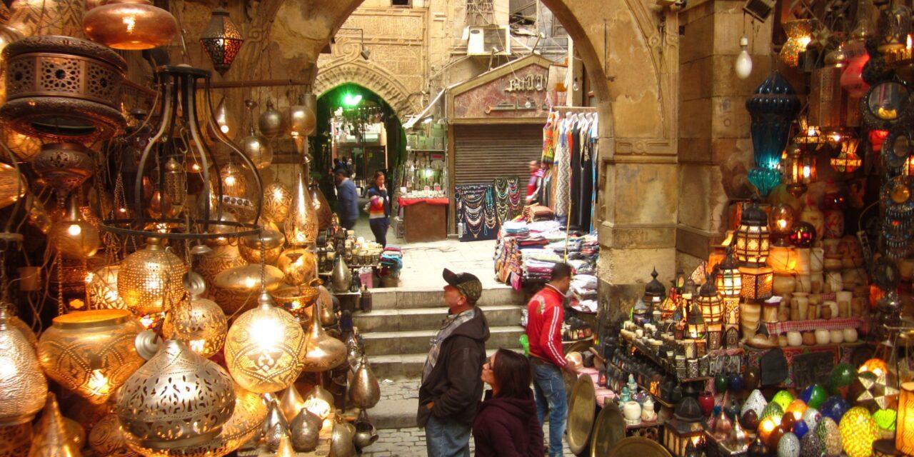 https://www.egyptravel4you.com/wp-content/uploads/2018/09/khan-el-khalili-bazar-1280x640.jpg