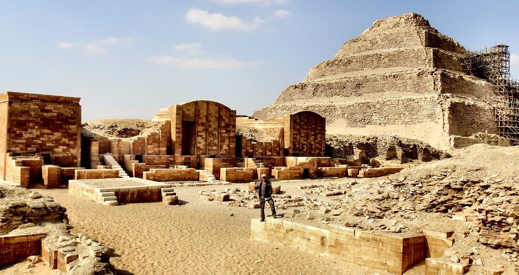 https://www.egyptravel4you.com/wp-content/uploads/2018/09/panoramica-del-recinto.jpg